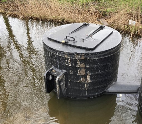 Waterqi drijveend in enclosure uitvoering